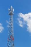 Torre del ripetitore dell'antenna fotografie stock