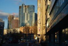Torre del Rondo 1 en Varsovia durante última hora de la tarde Foto de archivo