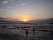 Torre del salvavidas en la puesta del sol Foto de archivo libre de regalías