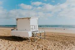 Torre del salvavidas en una playa Foto de archivo libre de regalías