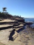 Torre del salvavidas que pasa por alto el Océano Pacífico Foto de archivo libre de regalías