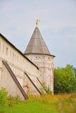 Torre del sudoeste del monasterio de Goritsky de Dormition en Pereslavl-Zalessky, Rusia Imagenes de archivo