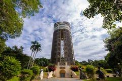 Torre del Sun-tiroteo contra el cielo azul Fotos de archivo