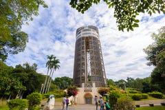 Torre del Sun-tiroteo contra el cielo azul Imágenes de archivo libres de regalías