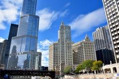 Torre del triunfo y edificio de Wrigley, Chicago Imagen de archivo libre de regalías