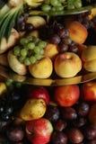 Torre deliciosa, sana de la fruta en el tabl del postre de la recepción nupcial Fotos de archivo