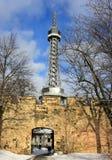 Torre dell'allerta di Petrin a Praga Fotografia Stock
