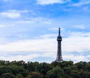 Torre dell'allerta di Petrin a Praga, repubblica Ceca Immagini Stock
