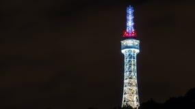 Torre dell'allerta di Praga (anche chiamata piccola torre Eiffel) sulla collina di Petrin con l'illuminazione di notte Fotografie Stock Libere da Diritti