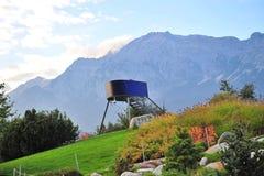 Torre dell'allerta nel parco di Swarovski Crystal World Immagini Stock