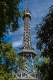 Torre dell'allerta sulla collina di Petrin Fotografie Stock Libere da Diritti