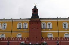 Torre dell'arsenale e parete medie del Cremlino di Mosca Fotografia Stock Libera da Diritti