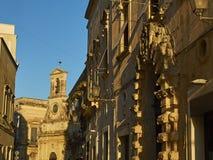 Torre dell& x27; Orologio在加拉蒂纳,普利亚维托里奥Emanuele II街道  图库摄影