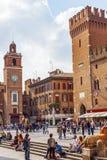 Torre dell'orologio, klockatorn i ferrara Royaltyfri Fotografi
