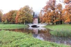 Torre della buccia nel parco di Pavlovsk all'autunno Immagine Stock