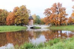 Torre della buccia nel parco di Pavlovsk all'autunno Fotografie Stock