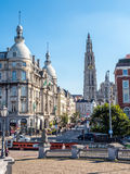 Torre della cattedrale della nostra signora con la scena della città di Anversa Fotografia Stock Libera da Diritti