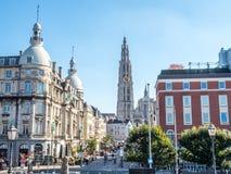 Torre della cattedrale della nostra signora con la scena della città di Anversa Fotografia Stock