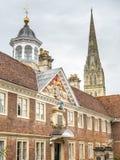 Torre della cattedrale di Salisbury con la scena della città Fotografia Stock