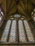 Torre della cattedrale di Salisbury con la scena della città Fotografie Stock Libere da Diritti