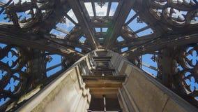 Torre della cattedrale di Ulm con il cielo immagine stock libera da diritti