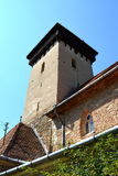 Torre della chiesa fortificata del sassone nel villaggio Malancrav, la Transilvania Immagini Stock Libere da Diritti