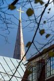 Torre della costruzione di chiesa a Riga, Lettonia Fotografia Stock Libera da Diritti
