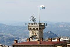 Torre della costruzione di governo o torre di Palazzo Pubblico, San Marino immagine stock libera da diritti