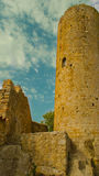 Torre della fortezza medievale del Th agli amici Spagna Immagine Stock