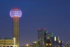 Torre della Riunione alla notte immagini stock
