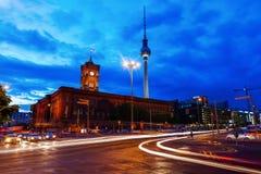 Torre della televisione di Berlino, Germania, alla notte Immagine Stock