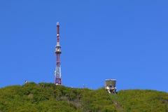 Torre della televisione e stazione in Pjatigorsk, Russia della cabina di funivia Fotografie Stock