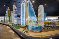 Torre 2 delle sedi di Etisalat ed altre costruzioni famose sul mondo in Miniland di Legoland fotografia stock libera da diritti