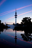 Torre después de la puesta del sol, Alemania de la televisión de Hamburgo Imagenes de archivo