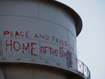 Torre di acqua con i graffiti Fotografie Stock Libere da Diritti