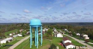 Torre di acqua di vista aerea in vicinanza video d archivio