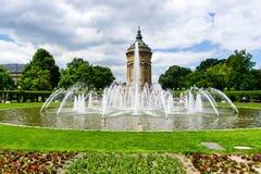 Torre di acqua a Friedrichsplatz a Mannheim in Baden-Wurttemberg, Germania immagine stock libera da diritti