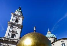 Torre di alta chiesa elegante a Salisburgo Fotografia Stock Libera da Diritti