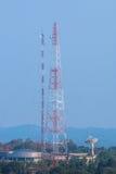 Torre di antenna della stazione di comunicazione Immagini Stock Libere da Diritti