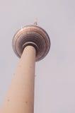 Torre di Berlino TV veduta da sotto Fotografie Stock Libere da Diritti