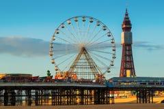 Torre di Blackpool e centrale Pier Ferris Wheel, Lancashire, Regno Unito Fotografia Stock