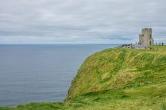 Torre di Briens del ` della O alle scogliere di Moher, Irlanda Immagine Stock