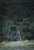 Torre di caccia sul prato Fotografie Stock