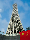 Torre di cantone con la bandiera della Cina Immagine Stock
