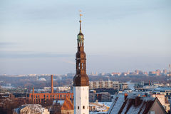 Torre di chiesa di Spirito Santo nella vecchia città di Immagini Stock