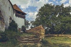Torre di chiesa fortificata in Viscri, Romania Fotografia Stock Libera da Diritti