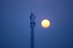 Torre di comunicazione al tramonto Immagine Stock