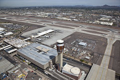 Torre di controllo & aeroporto Fotografia Stock