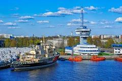 Torre di controllo di traffico dell'autorità portuale di Riga fotografia stock
