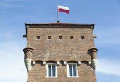 Torre di Cracovia con una bandiera Immagini Stock